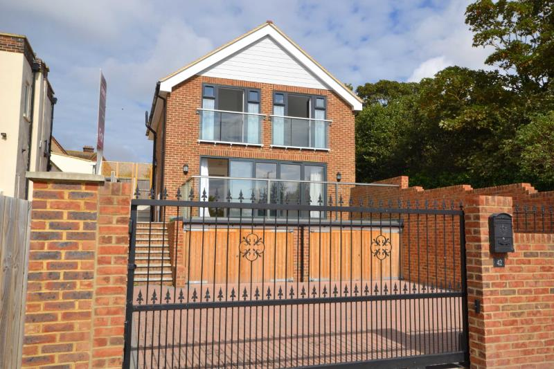 3 Bedroom Detached House For Sale At Victoria Parade